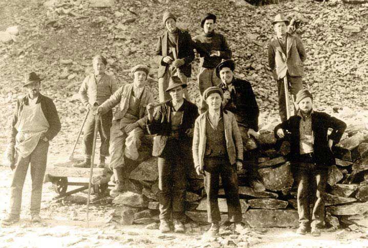 Ing. Hans Lang mit seiner Mannschaft in den 1930er Jahren